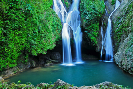 Vegas Grande Waterfall, one of manyl in Topes de Collante, Trinidad, Cuba. (Shutterstock)